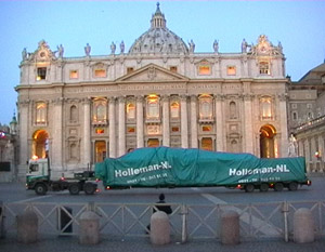 holleman-transport-Vatican-Christmas-Tree